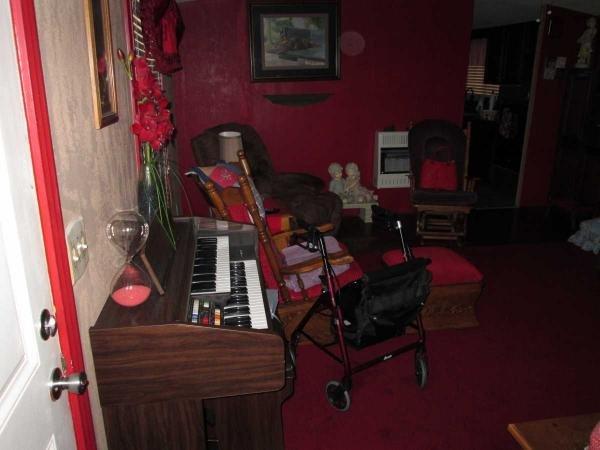 Senior retirement living 1997 oakwood mobile home for for 16x80 door