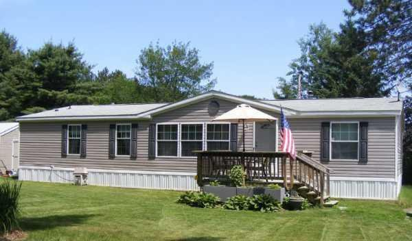 Pictures of front porches on a double wide mobile home for Single wide mobile homes with front porches
