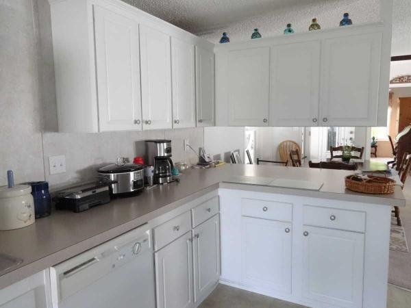 Senior retirement living 2005 fleetwood mobile home for for Kitchen cabinets zephyrhills fl