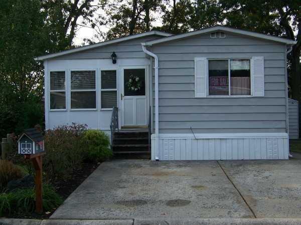 Senior retirement living manufactured and mobile home for Mobile home enclosed porch