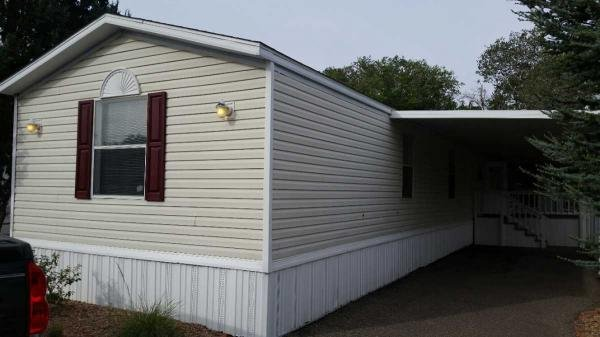 Senior Retirement Living 2005 Fleetwood Mobile Home For