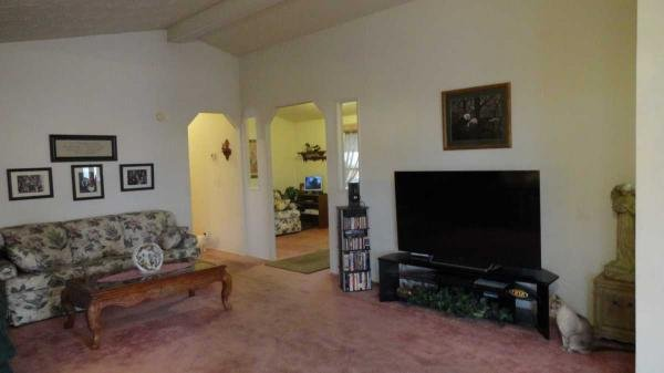 Senior retirement living 1991 fleetwood barrington for Living room 5x3