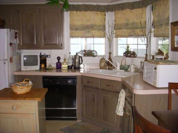 Senior retirement living 1992 glenwood manufactured home for Kitchen cabinets zephyrhills fl