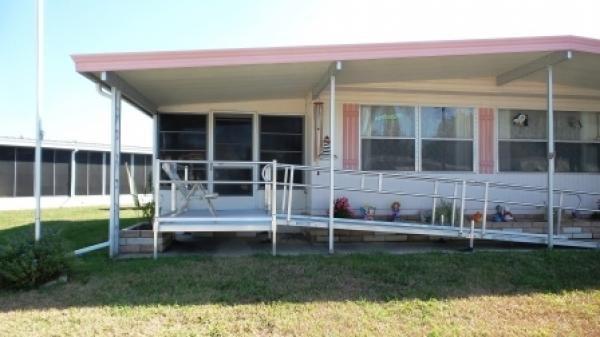 Senior retirement living 1979 fleetwood manufactured for Handicap mobile homes for sale