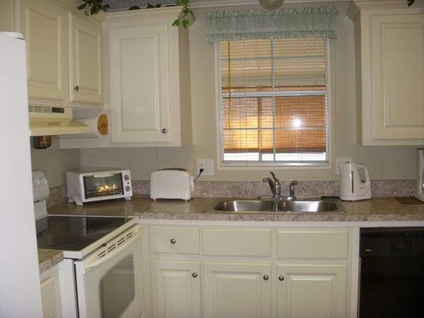 Senior retirement living 1992 fleetwood mobile home for for Kitchen cabinets zephyrhills fl