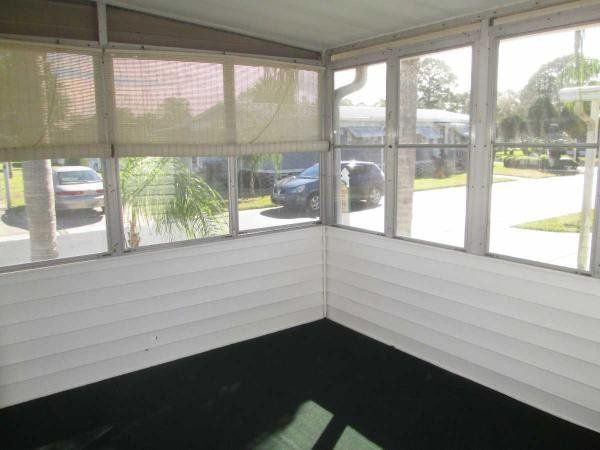 Senior retirement living 1980 harbor house mobile home for Wheelchair accessible homes for sale in florida