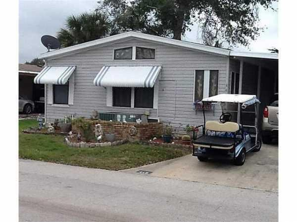 Senior retirement living 1989 palm manufactured home for for Edgewater retirement home
