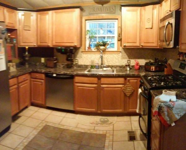 Senior retirement living 1989 pine grove mobile home for for Kitchen cabinets 08094
