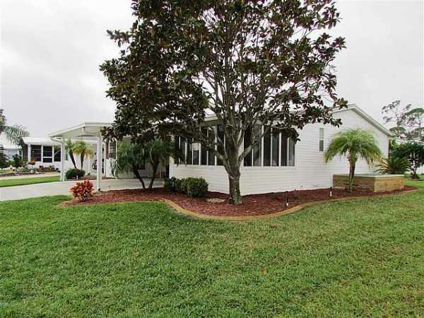 Senior retirement living 1997 palm manufactured home for for Edgewater retirement home