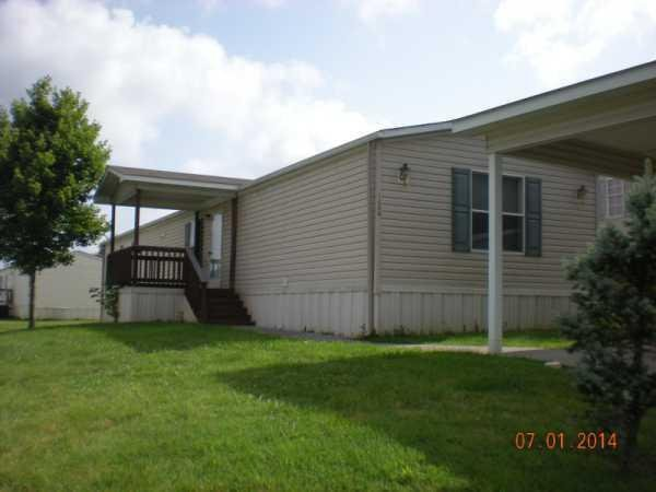 Senior Retirement Living 2004 Clayton Mobile Home For