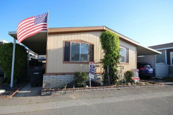 1990 Goldenwest 4 Berooms  Remodeled Manufactured Home