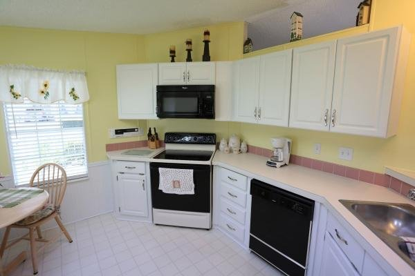 Senior retirement living 1992 mobile home for sale in for Kitchen cabinets zephyrhills fl