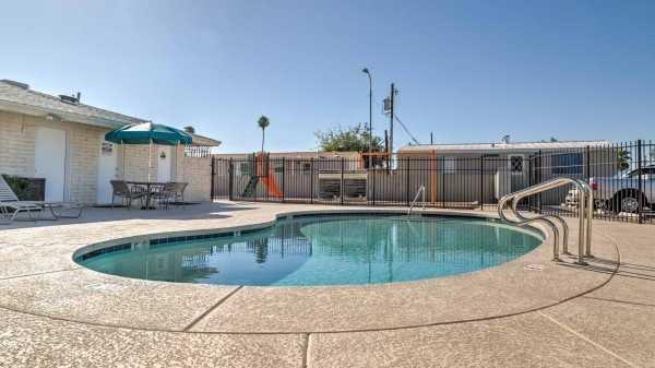 Senior retirement living 2016 clayton 51tkt14442 mobile for Public pools in mesa az