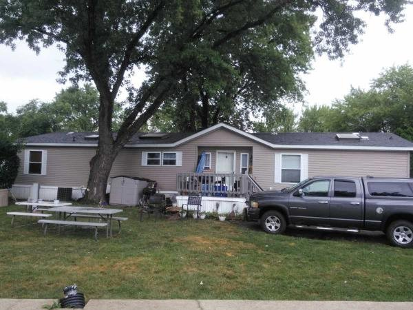 Mobile Home at 478 Sterling St East, Justice, IL