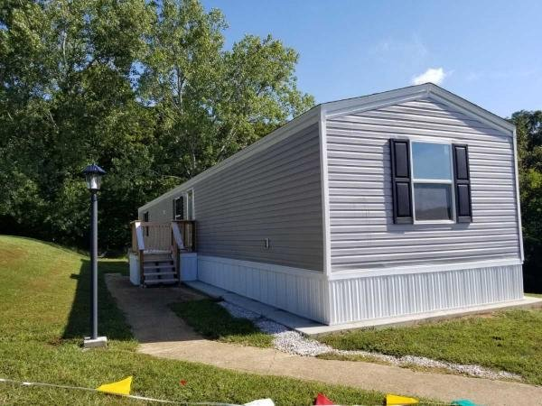 Mobile Home at 2474 Nottingham Ln, Fenton, MO