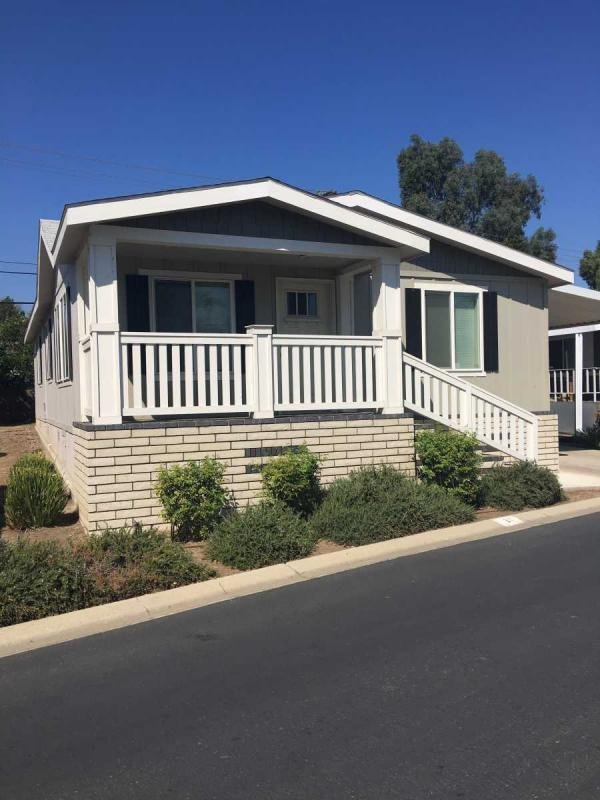 Champion 2015 Silvercrest  Manufactured Home