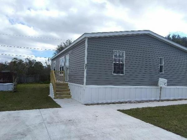 Mobile Home at 141 Oakbrook Lane, Plant City, FL