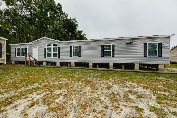 Homes of Merit Willow Manor W0764B2-0 Mobile Home Model in undefined