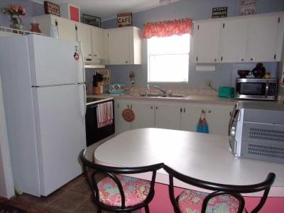 Kitchen w/snack table
