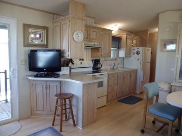 Senior Retirement Living 1990 Sun Haven Mobile Home For