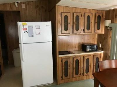 kitchen fridge & hutch
