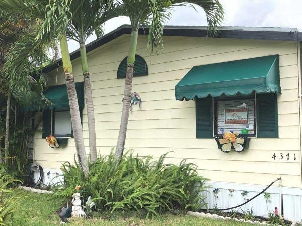 Mobile Home at 4371 NW 67th Place - O10, Coconut Creek, FL