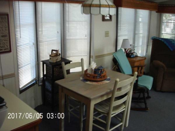 Senior Retirement Living 1989 Kropf Mobile Home For Sale