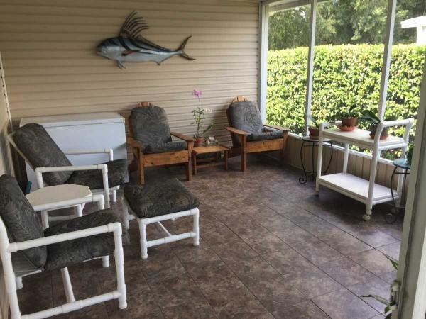 Tiled screened porch