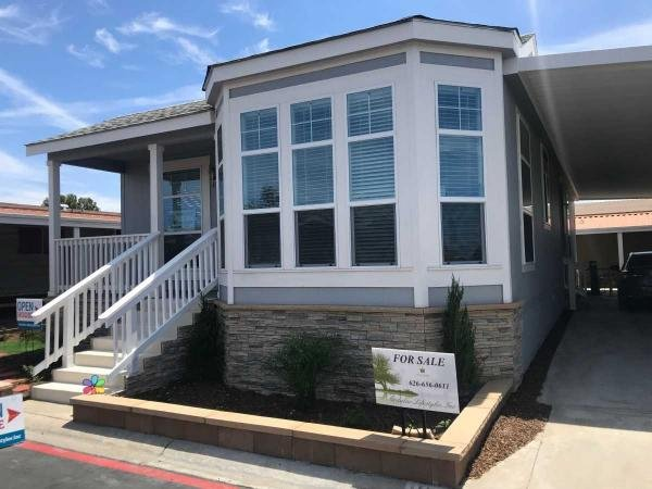 2019 Champion  CREEKSIDE MANOR Manufactured Home