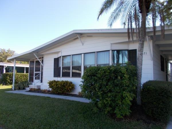Mobile Home at 5671 Seven Oaks Dr Lot 025, Sarasota, FL