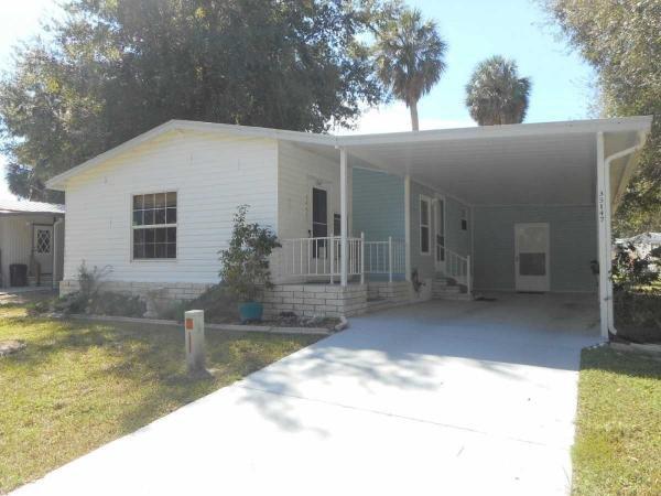 Mobile Home at 35147 Watersedge Dr, Fruitland Park, FL