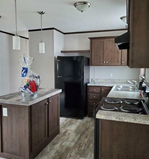 Mobile Home at 170 Monterrey Avenue, Washington, PA