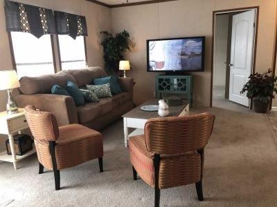 Spacious LR - Furniture not incl