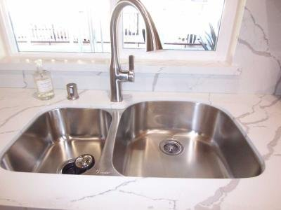 SS sink with pull-out faucet