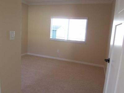 2nd bedroom features...