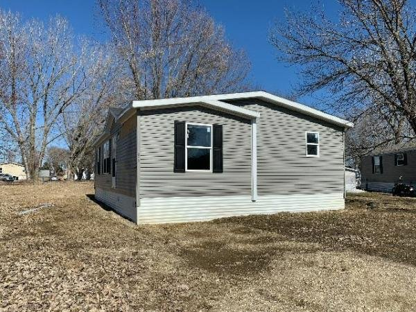 Mobile Home at 923 Hamlet Circle, Lakeville, MN