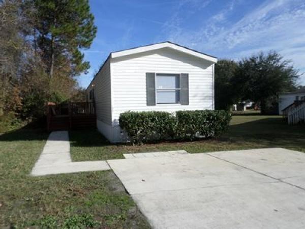 Mobile Home at 489 Starratt Rd Lot #327, Jacksonville, FL