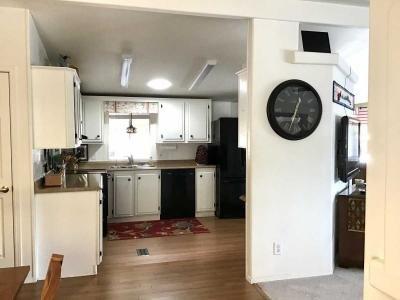 DR facing kitchen