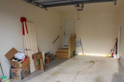 1 car attached garage w/liftmaster