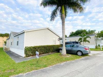 Mobile Home at 68 E Fourth Season Rd West Palm Beach, FL 33410