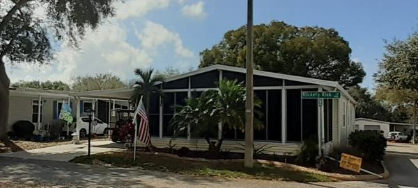 Mobile Home at 402 Klickety Klak Lane, Valrico, FL