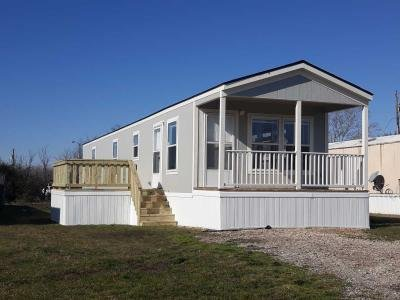 Mobile Home at 430 Country Living Dr Newark, TX 76071