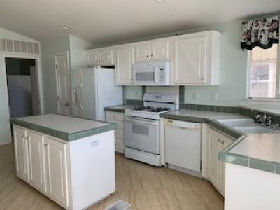 Kitchen w/ Island