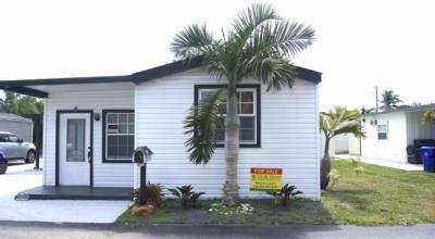 11 Pine St Hollywood, FL 33023