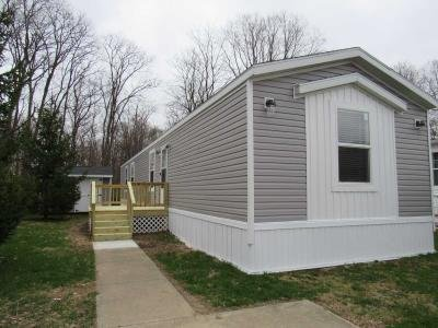 Mobile Home at 1749 Wallstreet Circle Indianapolis, IN 46234