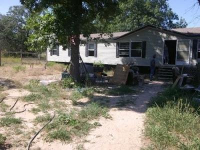 Mobile Home at 275 E KING PHILLIPS AVE Poteet, TX 78065