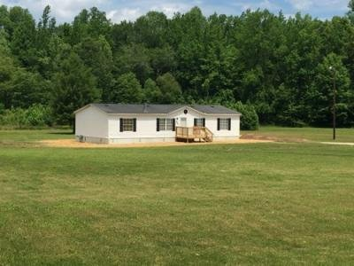 Mobile Home at 1425 Mockingbird Rd Medon, TN 38356