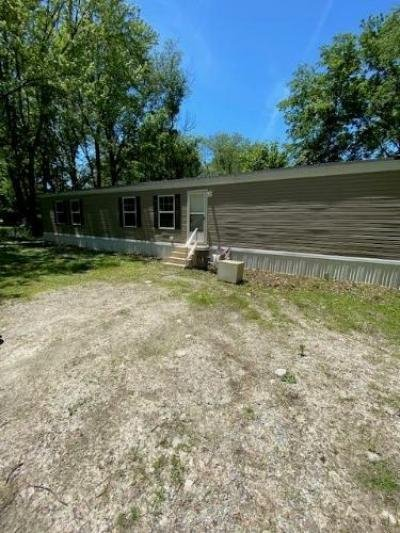 Mobile Home at 1129 N Main St Carrier Mills, IL 62917