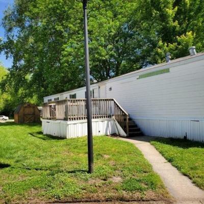 Mobile Home at 19 Delaware Edwardsville, KS 66113