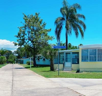 Mobile Home at 2921 Honeysuckle Run Lane Lot 140 Ruskin, FL 33570